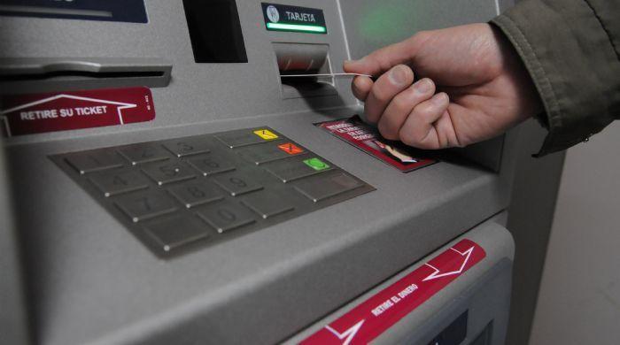 Entur reclama a los bancos que pongan m s cajeros for Banco con mas cajeros