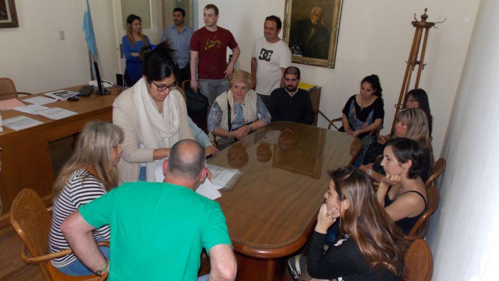 La oficina de empleo municipal ofreci nuevos puestos de for Oficinas de trabajo temporal
