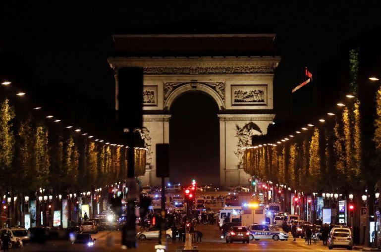 Estado Islámico se atribuye el tiroteo en Campos Elíseos de París
