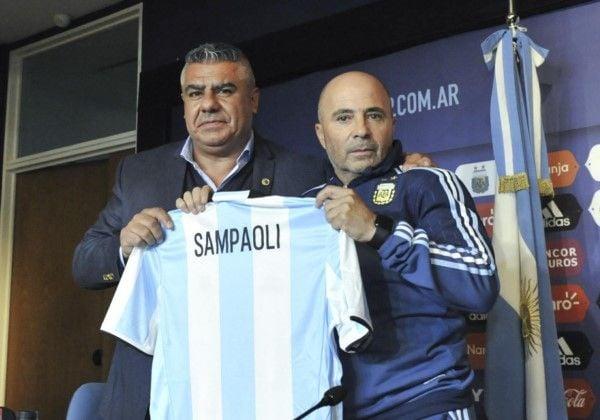 Sampaoli dirigió su primera práctica en la selección con siete jugadores