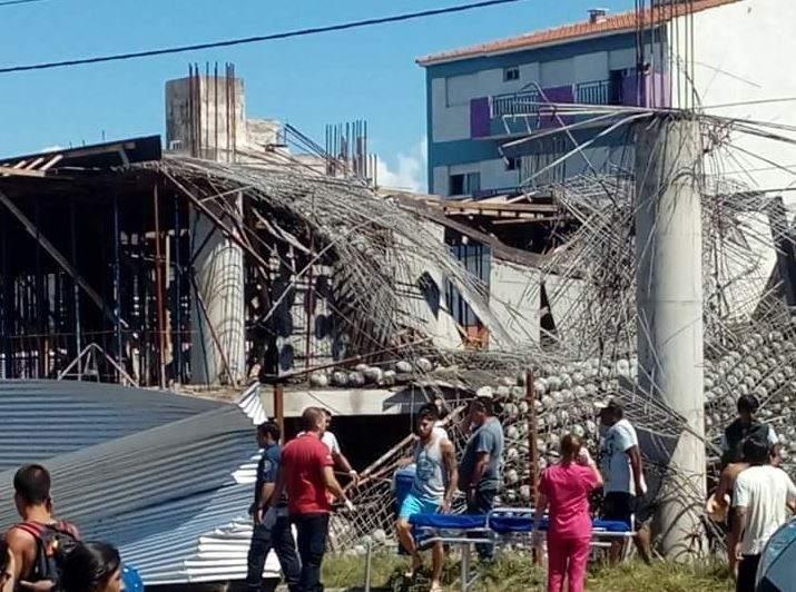 Seis muertos por derrumbe en centro cultural de Santa Teresita
