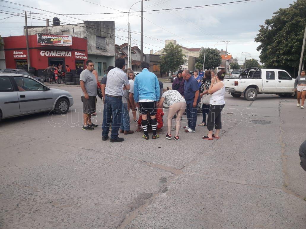 Accidente En 42 Y 69: Una Joven Recibió Un Fuerte Golpe En