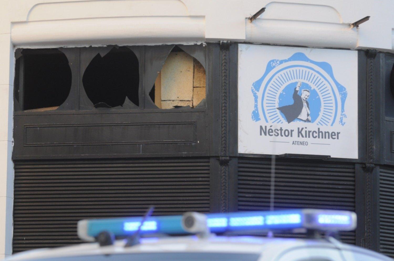 Atacan un local partidario con material explosivo — Bahía Blanca