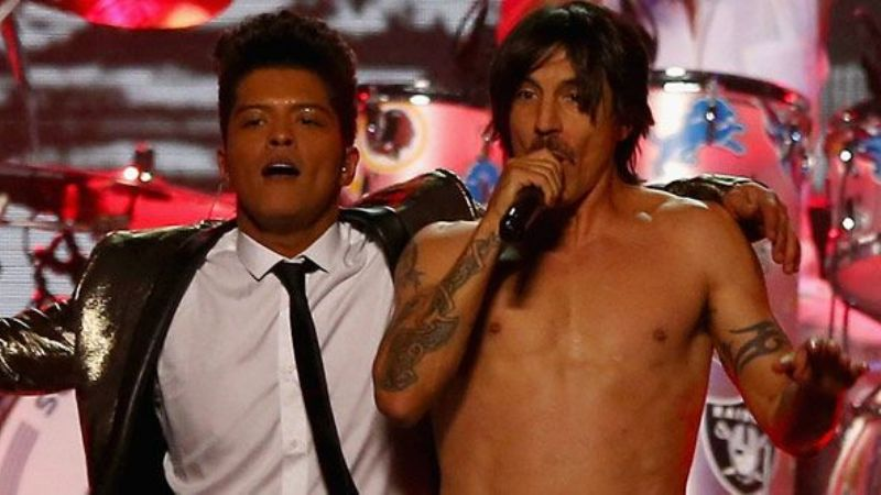 Video: Red Hot Chili Peppers y Bruno Mars brillaron en el SuperBowl