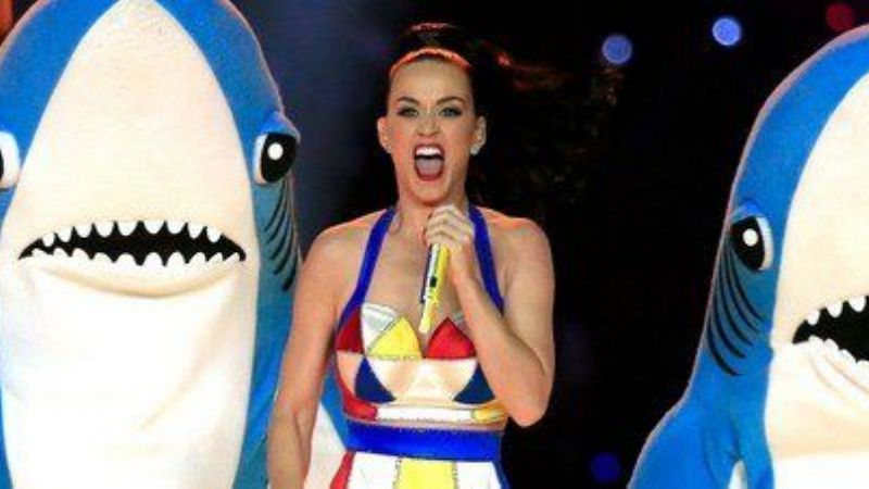 Video: El bizarro show de Katy Perry en el Super Bowl