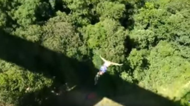 Video: Murió haciendo bungee jumping ante su familia