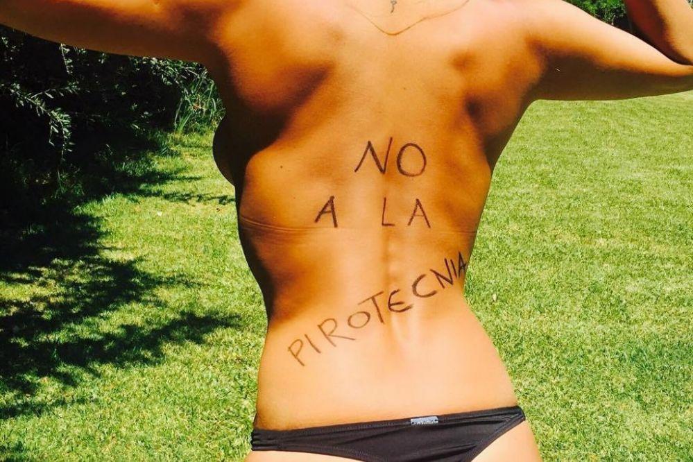 Silvina Escudero se sumó a la lucha contra la pirotecnia con una foto semidesnuda