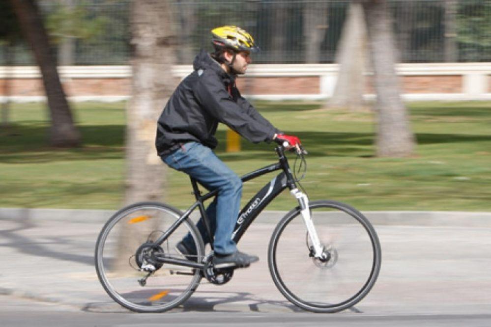 Polémica: ¿Multas de tránsito de 6.000 pesos por andar en bicicleta sin casco?