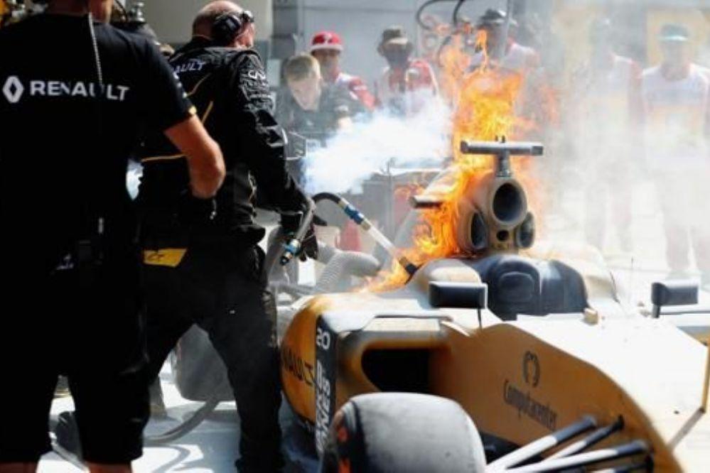 Fotos: Piloto de Formula 1 escapa de su auto en llamas