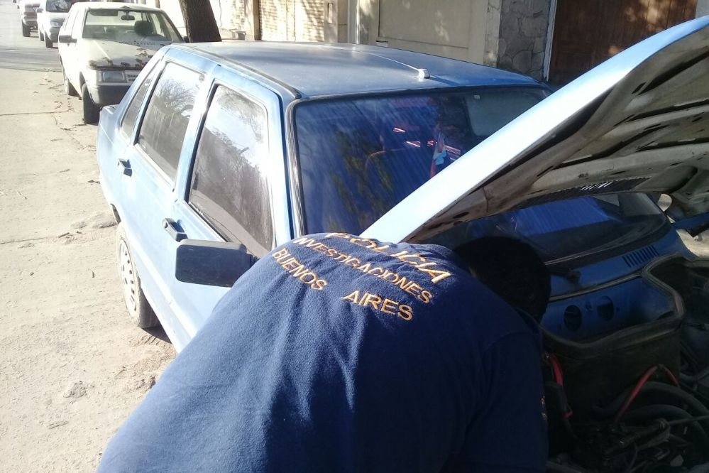 Buscando un Fiat Duna: DDI secuestró dos autos adulterados