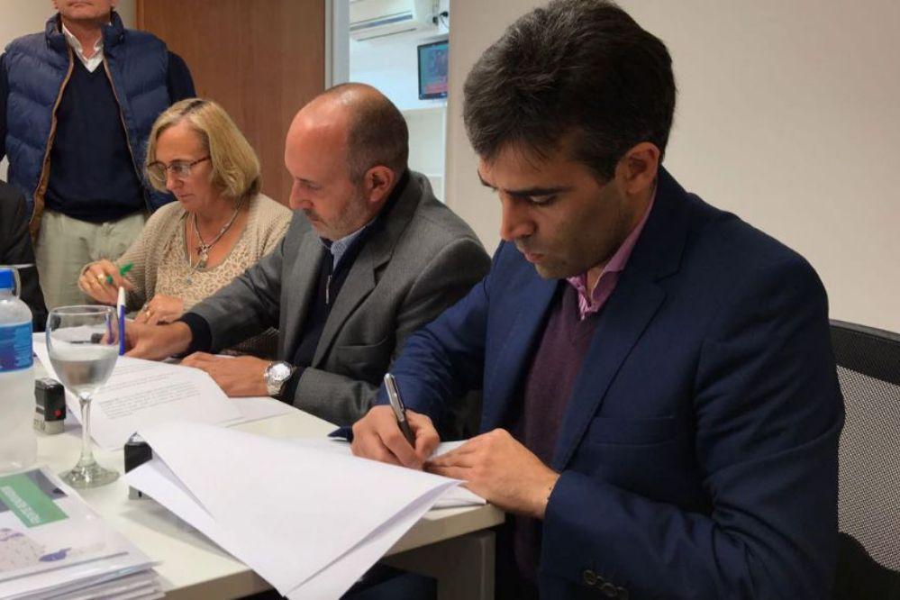 López firmó en La Plata convenios para 5 obras por 75 millones de pesos