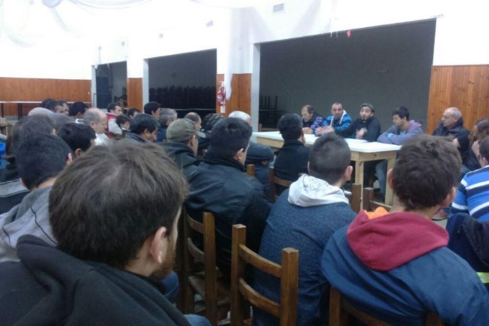 Asamblea en Aceiteros: Votaron la suspensión de Giuliano