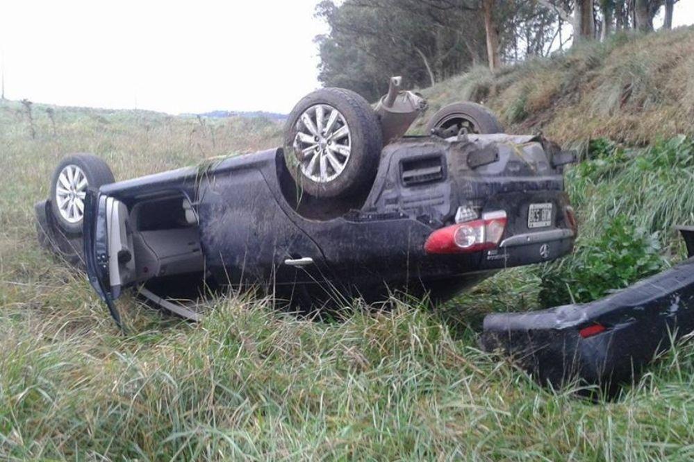 Un necochense volcó con su auto en la Ruta 55
