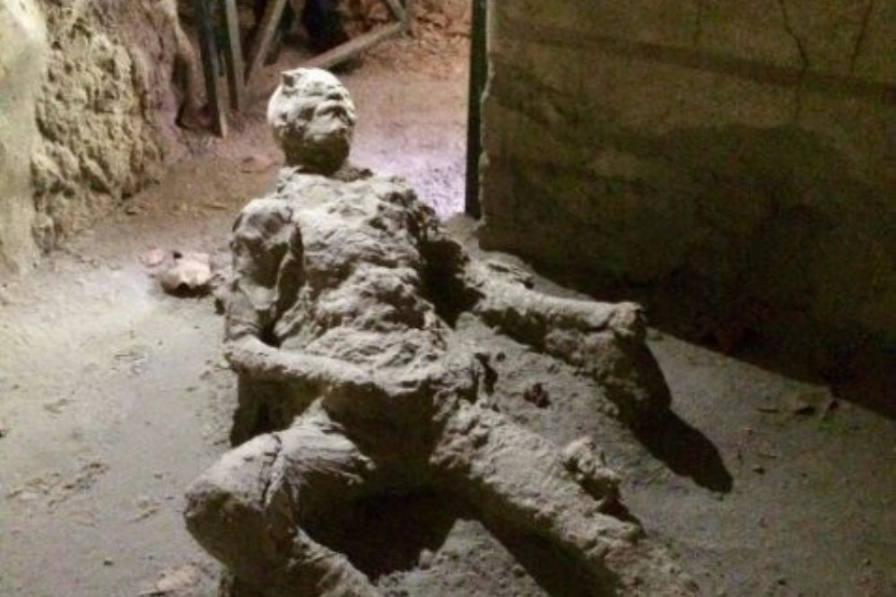 ¿Qué hacía?: Debate en la red sobre un cuerpo petrificado hace 2.000 años