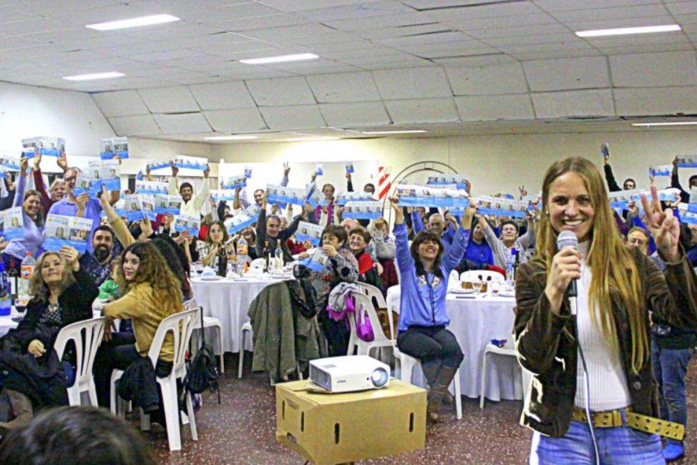 Con cena en el Huracán cerró su campaña Silvia Jensen