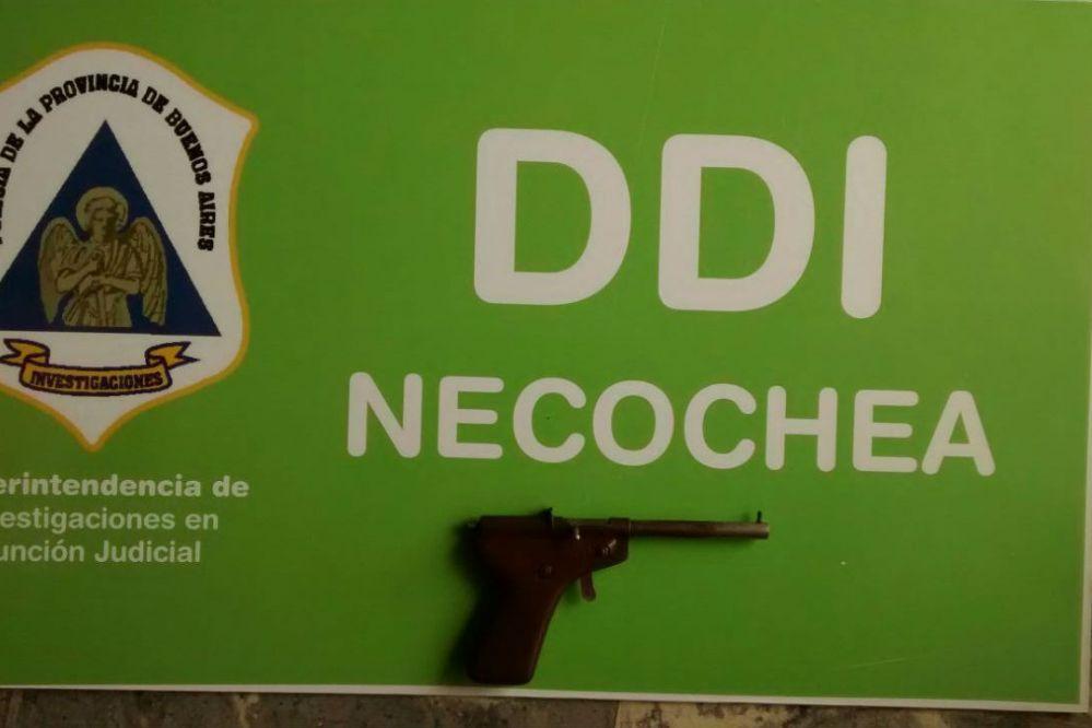 Allanamiento en Aguas Corrientes: Secuestraron una pistola