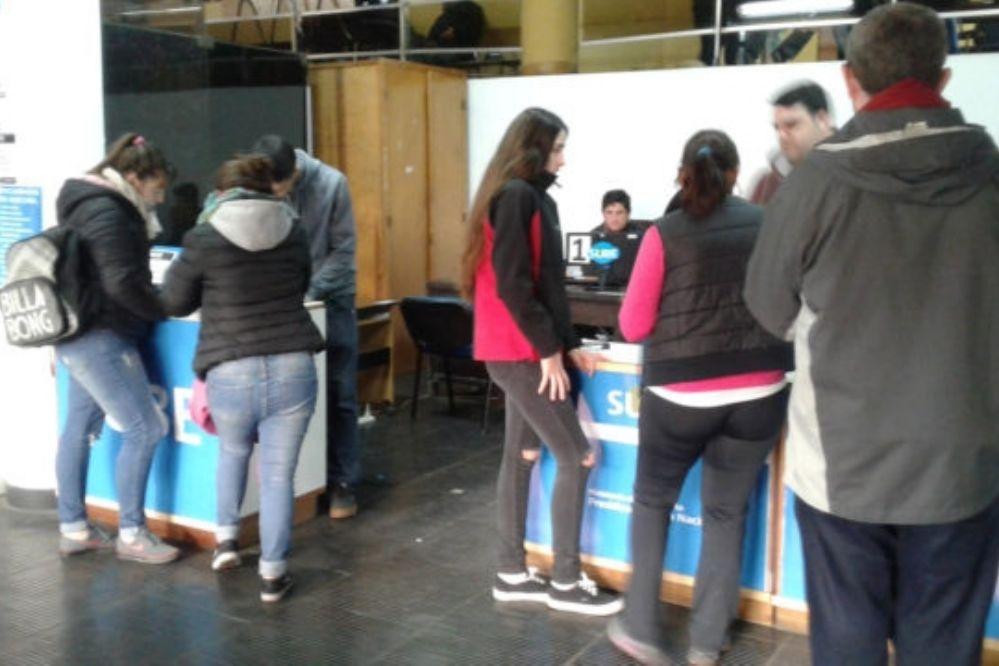 Casi 600 estudiantes obtuvieron su boleto gratuito en dos días