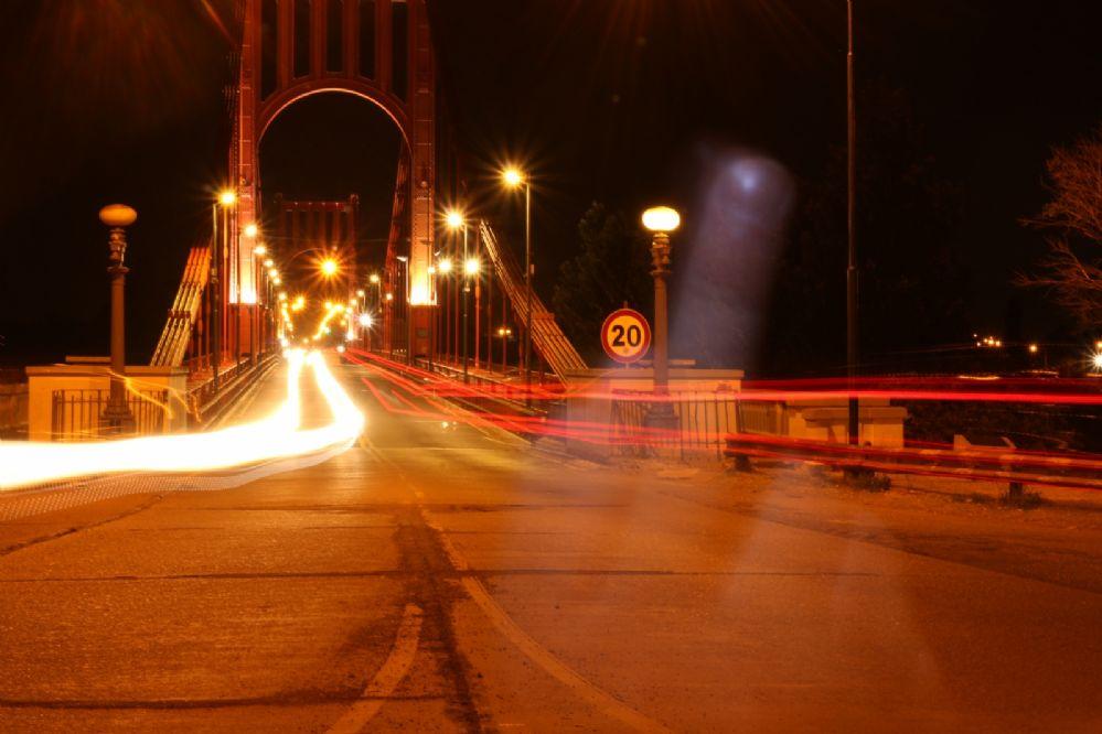 """Captan """"fakiu fantasmagórico"""" en el Puente Colgante"""