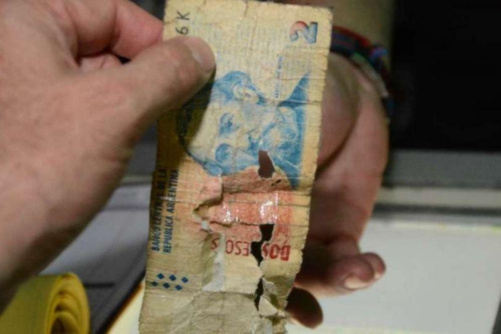 """El gobierno organiza un acto para """"despedir"""" al billete de 2 pesos"""
